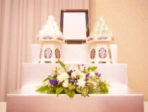 お食事会場への祭壇